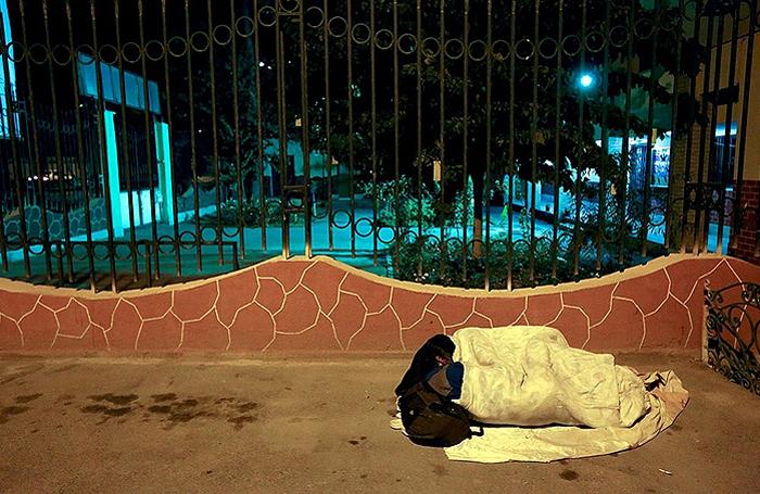 (تصاویر) بزم شبانه معتادان در پارکهای تهران