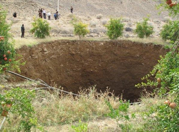 بزرگترین فروچاله کشور در فارس نمایان شد +(تصاویر)