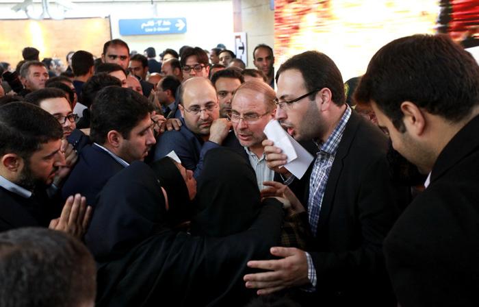 (تصاویر) گفتگوی شهروندان با قالیباف در مترو