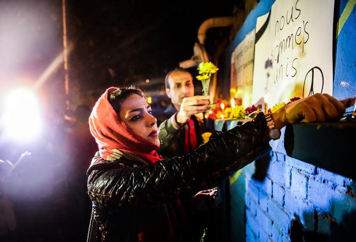 (تصاویر) همدردی ایرانیها با مردم فرانسه