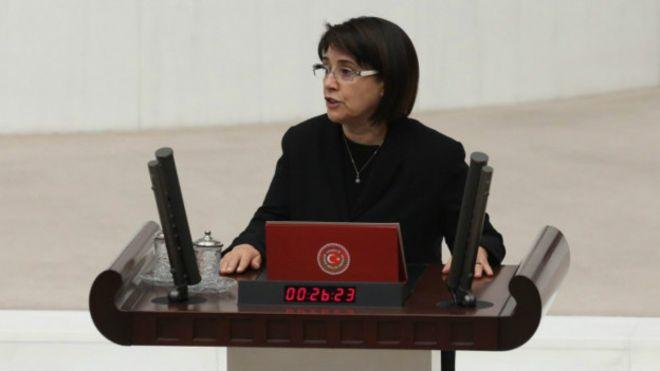 سوگند لیلا زانا، نماینده کرد مجلس ترکیه جنجالی شد