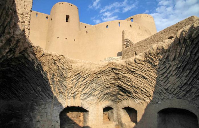(تصاویر) معتادان میهمان ناخوانده قلعه تاریخی