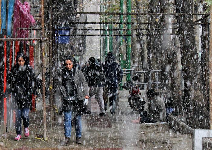 (تصاویر) برف پائیزی در تهران
