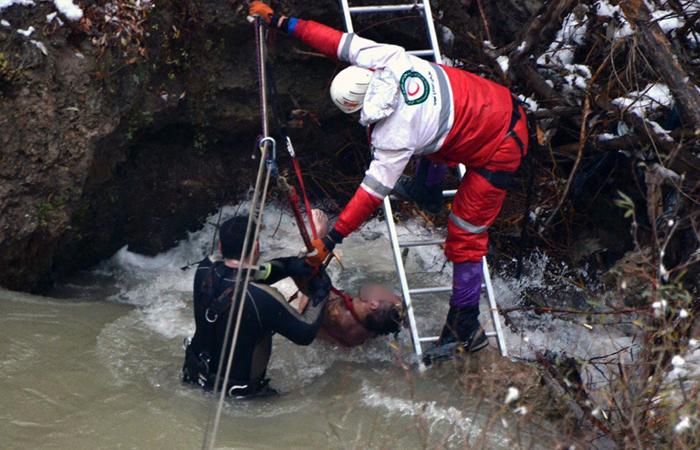تصاویر دلخراش از کشف جسد یکی دیگر از زائران حادثه هراز