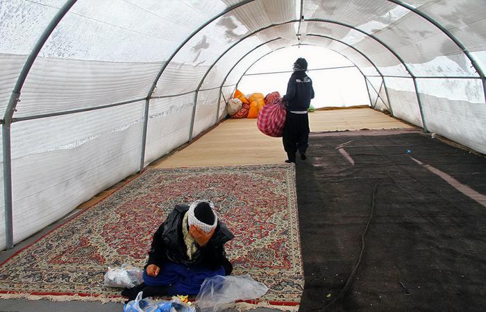(تصاویر) زائران امام رضا(ع) در برف و سرما