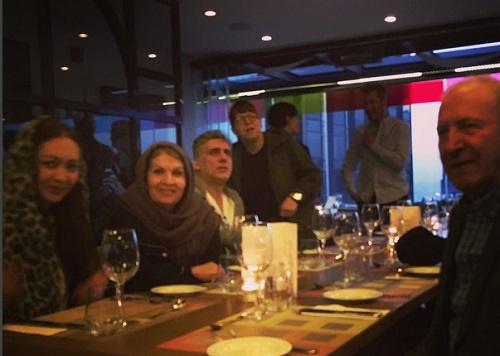 عکسی از نیکی کریمی کنار پدر و مادرش در استانبول