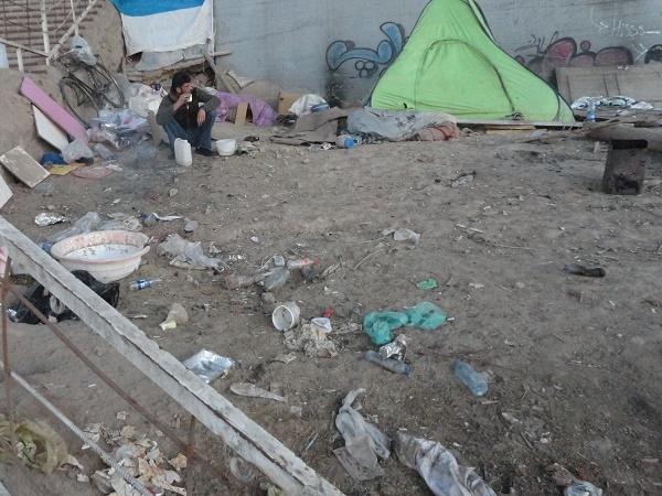 (تصاویر) گزارش یک زندگی فقیرانه زیر پل کارون