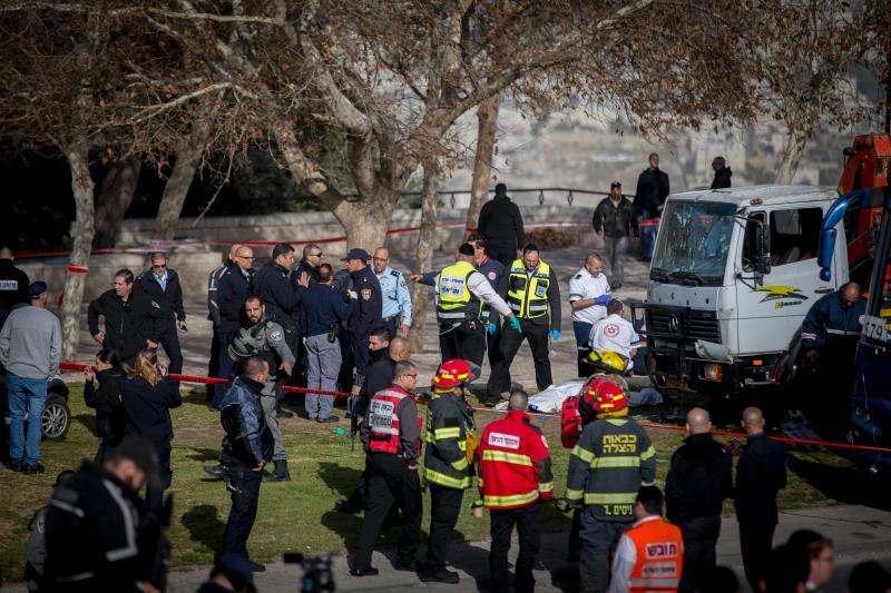 (تصاویر) حمله به سربازان اسرائیلی با کامیون