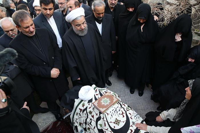 (تصاویر) وداع روحانی با پیکر هاشمی