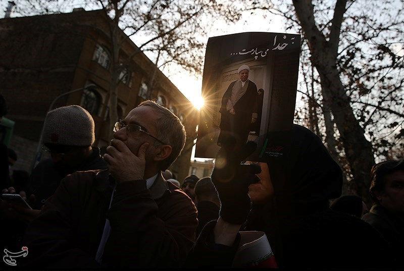 (تصاویر) گزارش رویترز از تشییع باشکوه
