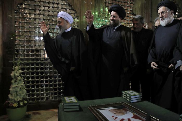 (تصاویر) روحانی در مرقد امام(ره)