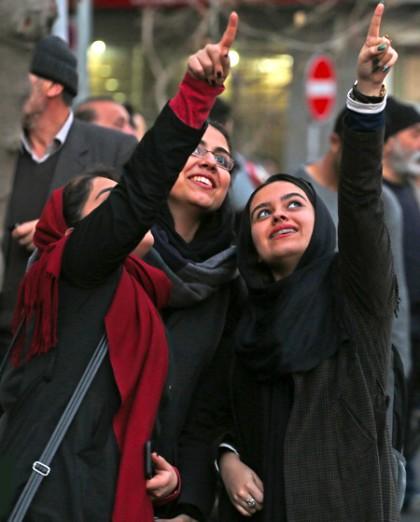 امروز به روایت تصویر// شب جشنواره موسیقی، جنگل زیبای برفی، تهرانی ها بعد از شلیک هوایی و ...
