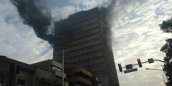 (عکس) آتش سوزی در ساختمان پلاسکو