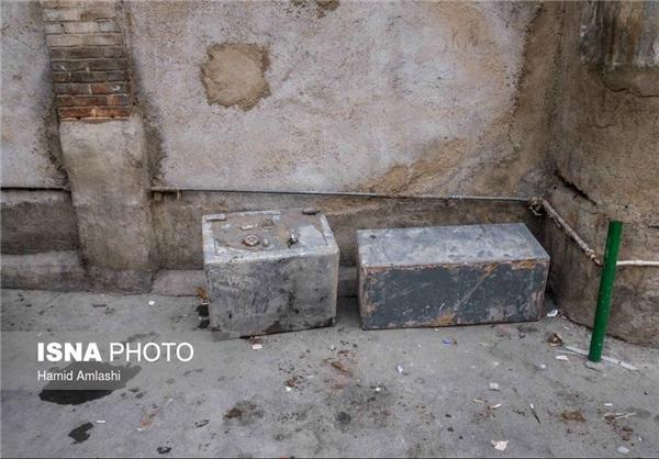 (عکس) گاوصندوقهای بیرون کشیده شده از آوار