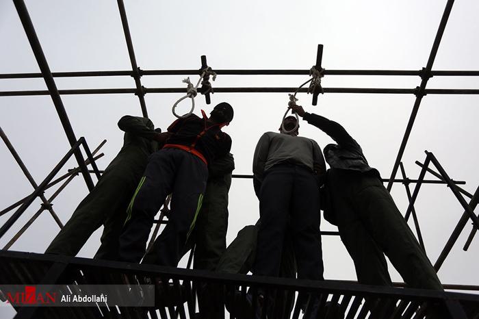 (تصاویر) اجرای حکم اعدام دو سارق مسلح