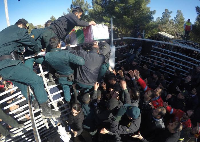 (تصاویر) مراسم خاکسپاری شهدای آتشنشان