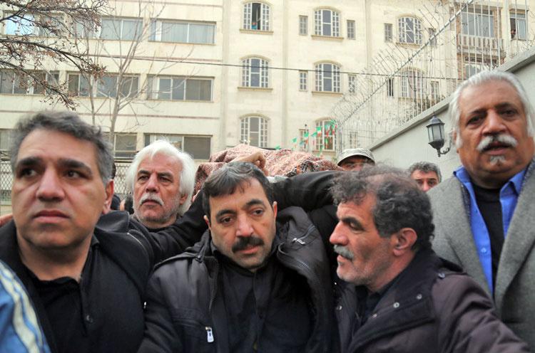 (تصاویر) مراسم تشییع کاظم افرندنیا
