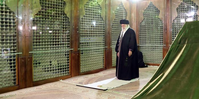 (تصاویر) رهبرانقلاب در حرم امام(ره) و گلزار شداء