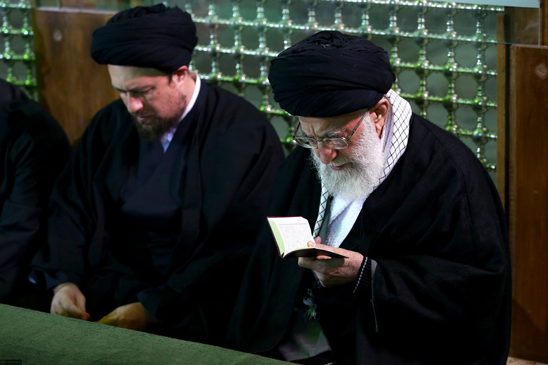 (تصاویر) رهبرانقلاب بر مزار آیتالله هاشمی