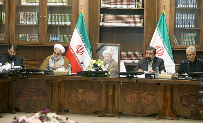 (تصاویر) صندلی خالی هاشمی در جلسه مجمع