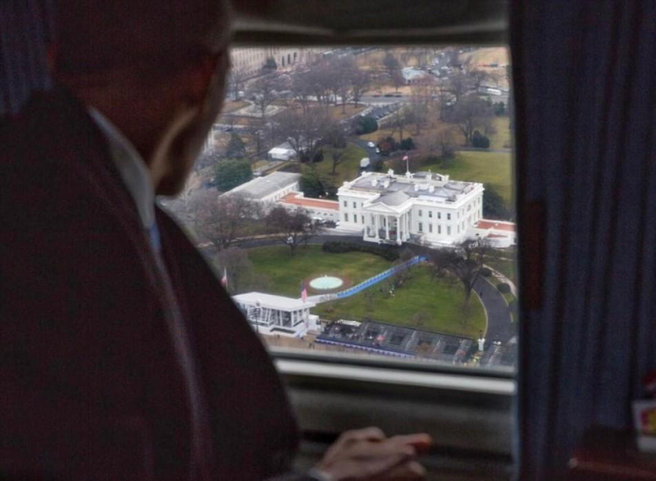 (تصویر) داخل بالگرد اوباما در لحظه خداحافظی