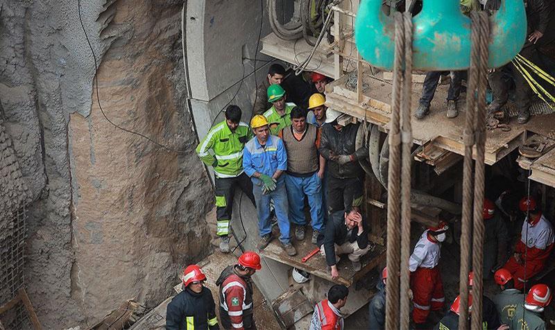 (تصاویر) ریزش خروجی تونل مترو قم