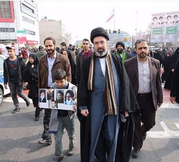 (عکس) فرزند رهبر معظم انقلاب در راهپیمایی