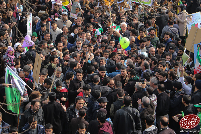 (تصاویر) احمدینژاد در راهپیمایی 22 بهمن
