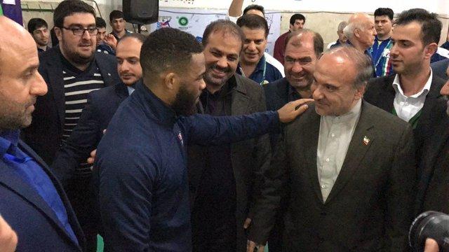 (تصویر) قدردانی جردن باروز از وزیر ورزش