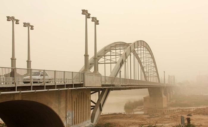 (تصاویر) زندگی مردم اهواز میان گرد و غبار