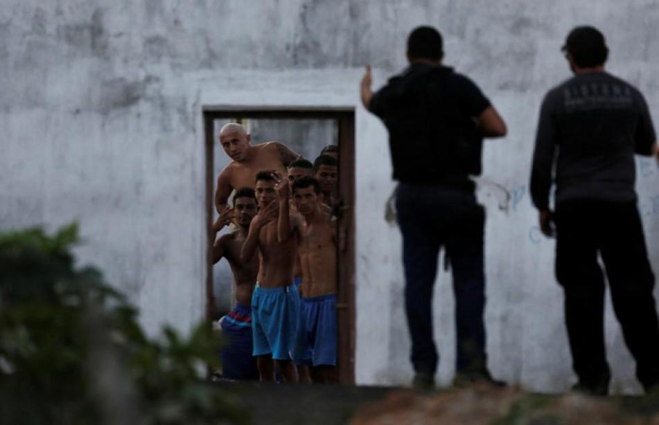 (تصاویر) زندانیان شورشی برزیل در محاصره