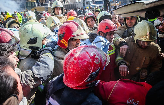 (تصاویر) یافتن پیکر شهدای آتشنشانان