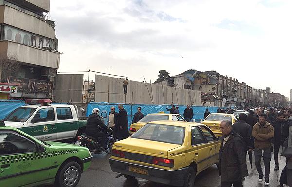 (تصاویر) دیوارکشی به دور پلاسکو