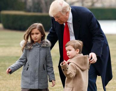 (تصاویر) بازیگوشی نوههای ترامپ در کاخسفید