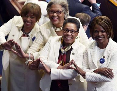 (تصاویر) زنان معترض به ترامپ در سخنرانیِ کنگره