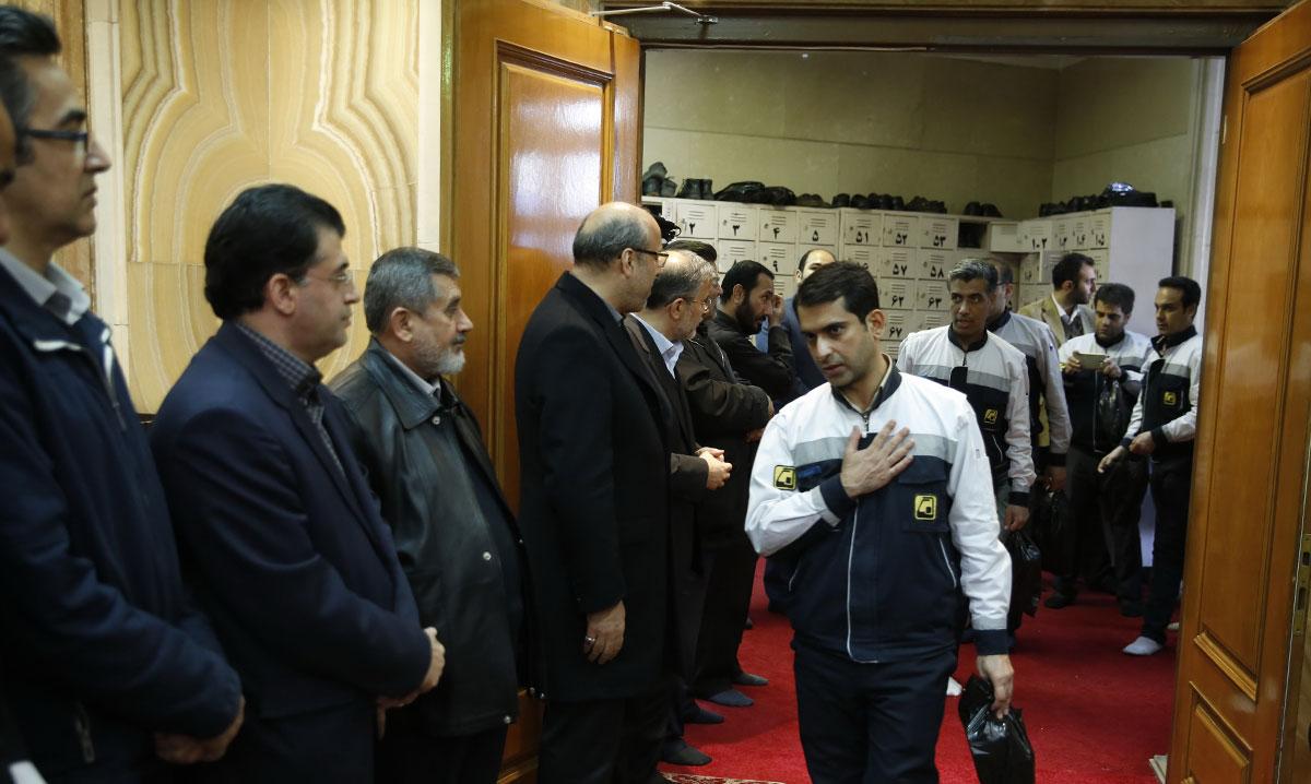 (تصاویر) احمدینژاد در مراسم چهلم شهدای پلاسکو