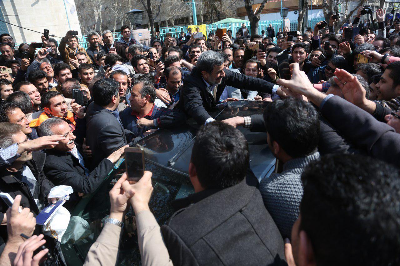 (تصاویر) حضور احمدی نژاد در بازار تهران
