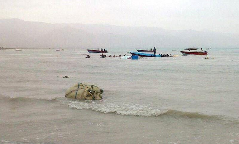 (تصاویر) طغیان آب دریا در شهرستان دیر