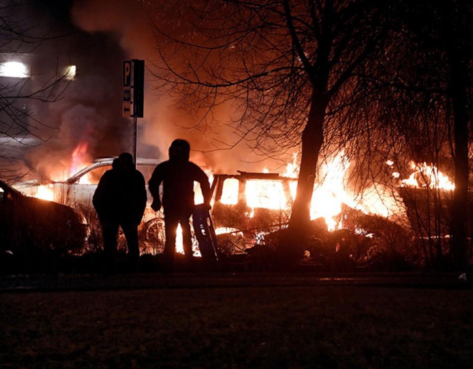 (تصاویر) آشوب افراد ناشناس در سوئد