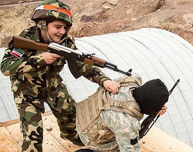 (تصاویر) آشناسازی دانشآموزان با نبرد مسلحانه