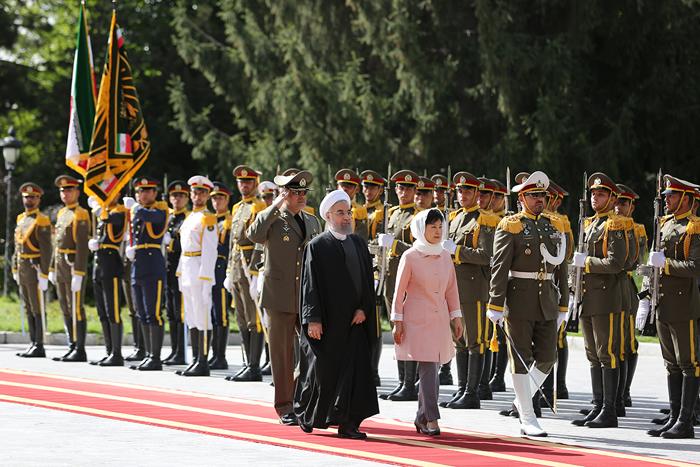 (تصاویر) استقبال روحانی از رئیس جمهور کره