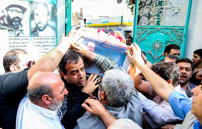پیکر شهید اکبری، محافظ رهبر انقلاب تشییع شد