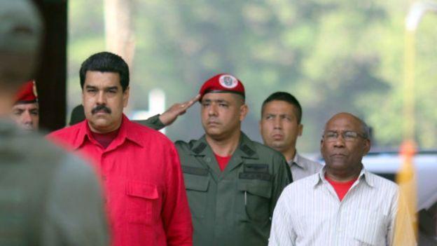 صدها هزار امضا برای برکناری مادورو