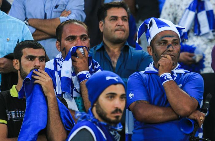 (تصاویر) جنجال در بازی استقلال - تراکتور