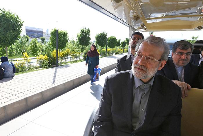 (تصاویر) قالیباف شهرآفتاب را به لاریجانی نشان داد