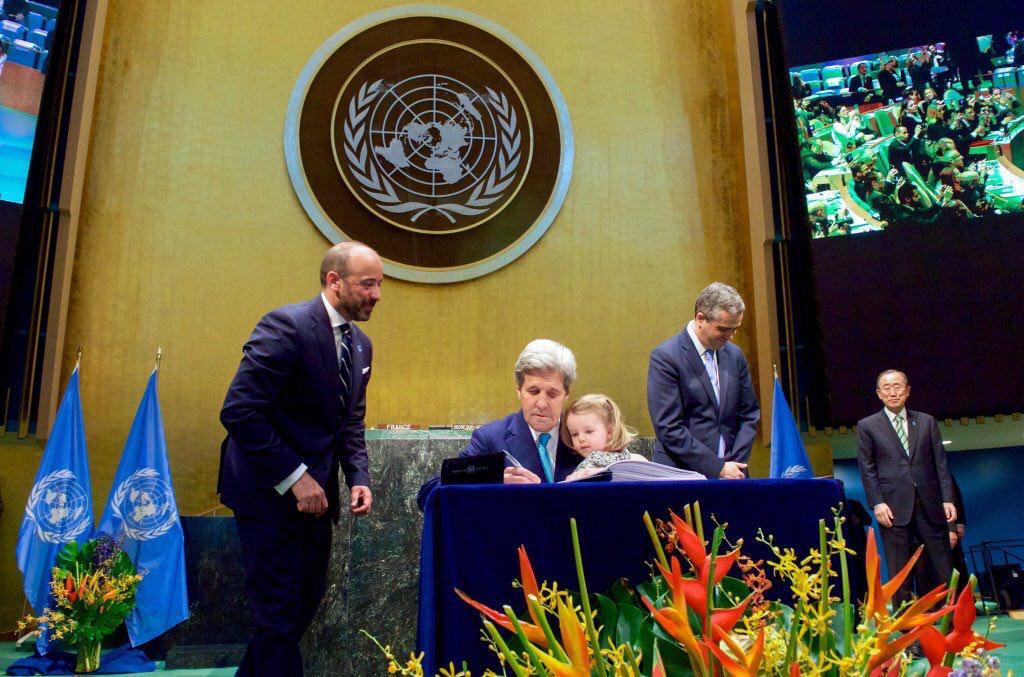 (تصویر) جان کری و نوه اش در سازمان ملل