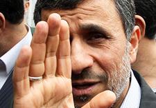اشتباه را احمدی نژاد انجام داد، روحانی باید پاسخگو باشد!