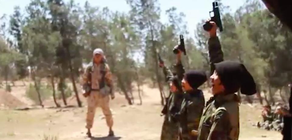 آموزش نظامی داعش به کودکان اندونزی