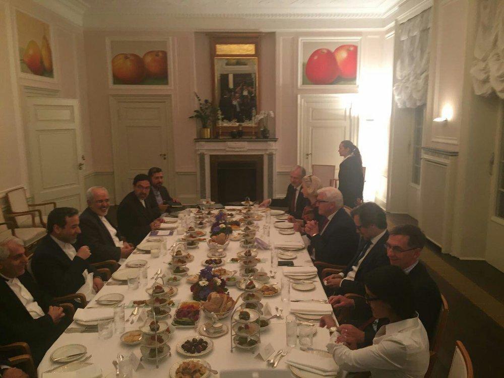 (تصویر) افطاری وزیر خارجه آلمان برای ظریف