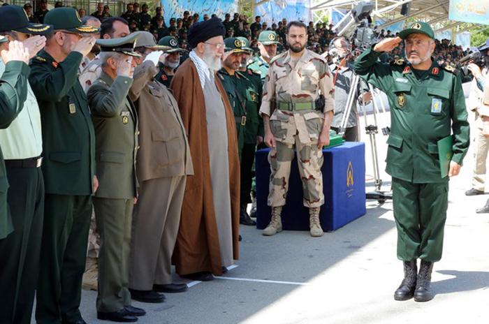 (تصاویر) رهبرانقلاب در مراسم دانشآموختگی دانشجویان افسری